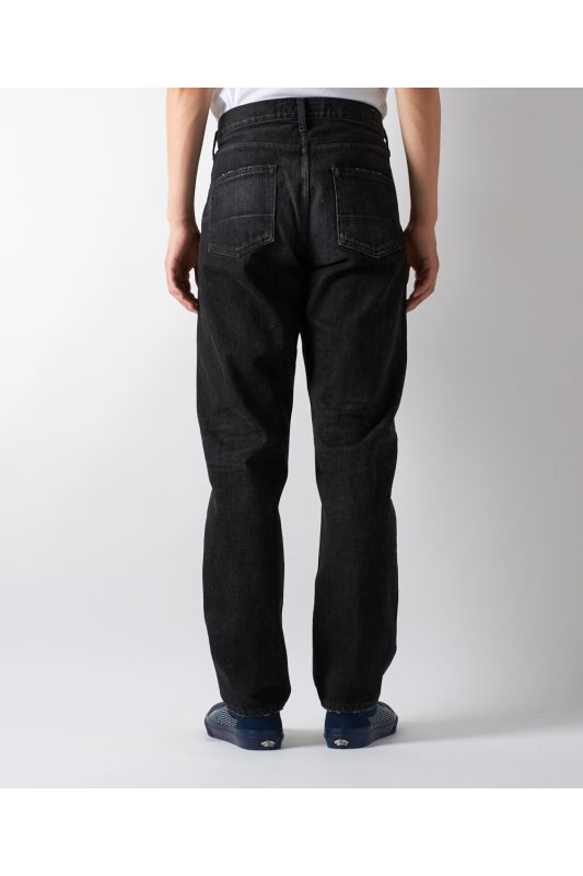 SLIM FIT STRAIGHT BLACK DENIM CS70